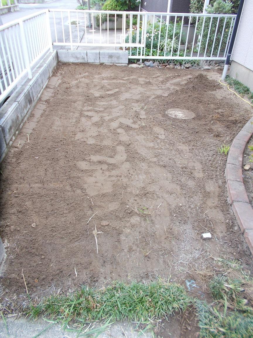 庭の草取りが面倒なので何か除草対策がないのかとご相談がきました
